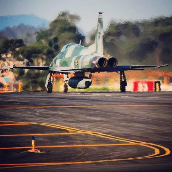 F-5EM armado com míssil Python IV em SBCT - 3