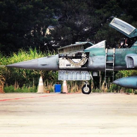 F-5EM armado com míssil Python IV em SBCT - 4