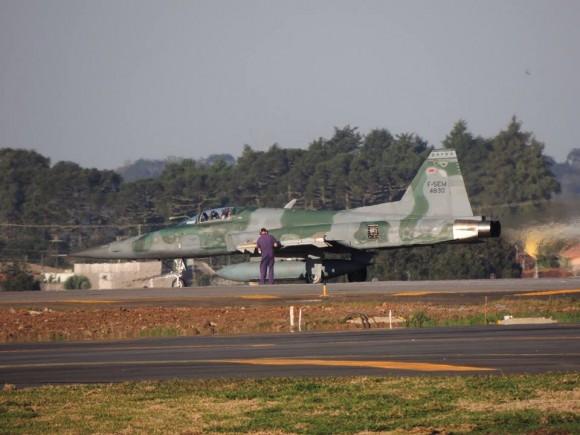 F-5EM armado com míssil Python IV em SBCT - 5