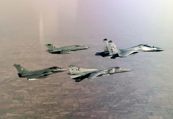 Garuda V - Rafale - Su-30MKI - MiG-27 - MiG 21 - foto via Economic Times