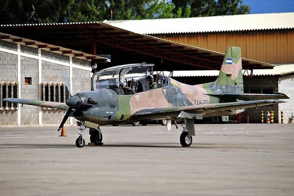 Embraer_T-27Tucano_Honduras - Wikimedia commons