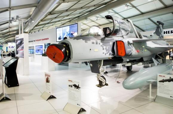 Farnborough - maquete Gripen - foto 3 Saab