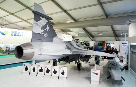 Farnborough - maquete Gripen - foto 7 Saab