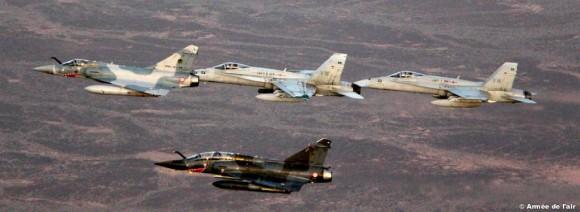 caças Mirage 2000 e F-18 no Dijibouti - foto 2 Força Aérea Francesa