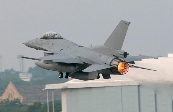 novo lote de f-16 p oma - foto LM