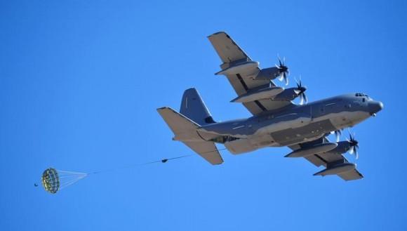 C-130 lança carga - foto USAF