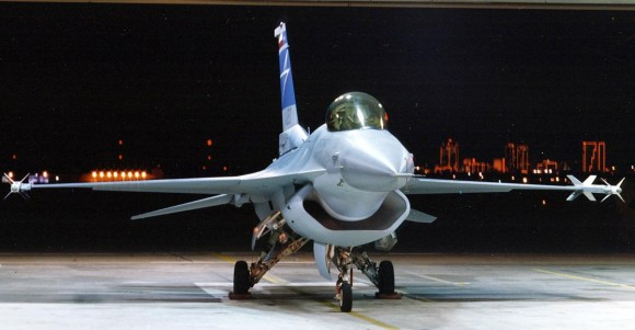 F-16 com tomada de ar DSI para testes prog F-35 - foto 2 Lockheed Martin