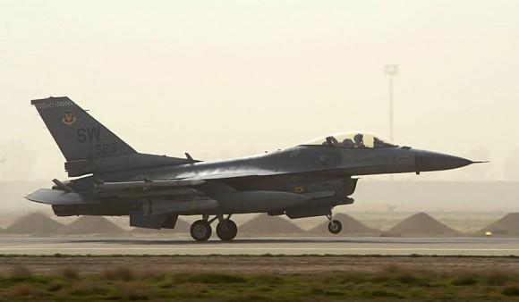 F-16 pousa no Iraque - foto USAF