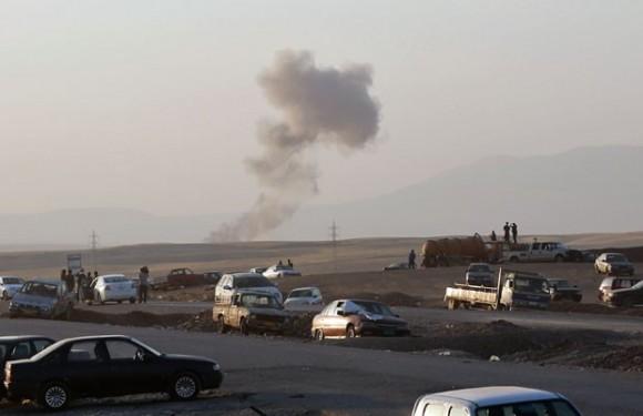 Fumaça de ataque aéreo no norte do Iraque em 8-8-14 - foto AP via G1