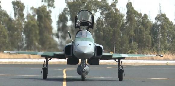 Operação Sabre - exercício de combate BVR - F-5EM taxiando - cena vídeo FAB
