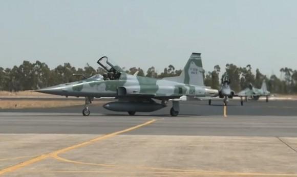 Operação Sabre - exercício de combate BVR - caças F-5EM taxiando - cena vídeo FAB