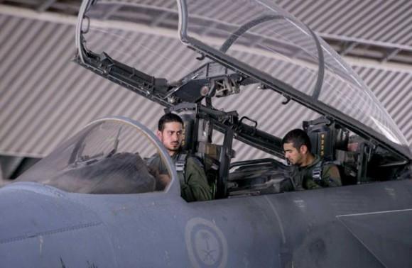 F-15 saudita - parte dos ataques ao EI na Síria - foto 2 AP - Saudi Press Agency via SF Gate