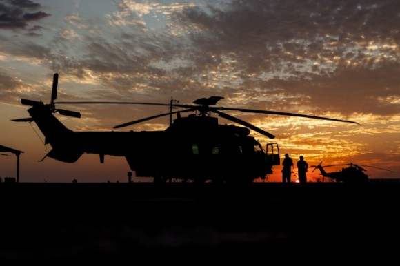 H-36 Caracal e por do sol - missão noturna inédita - foto FAB