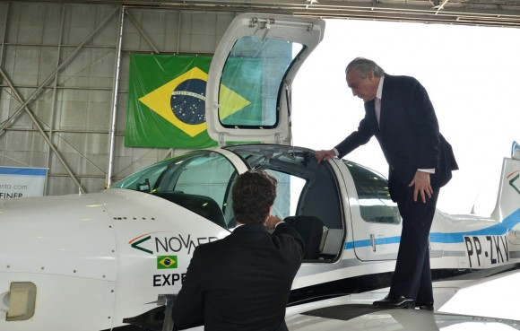 T-Xc protótipo no DCTA e vice-presidente Michel Temer - foto 2 Novaer
