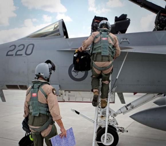 Tripulantes de Super Hornet australiano preparam-se para partir para o Oriente Médio - foto Min Def Australia