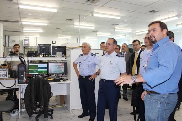 Visita do comandante da Força Aérea do Chile à Mectron - foto 2 FACh