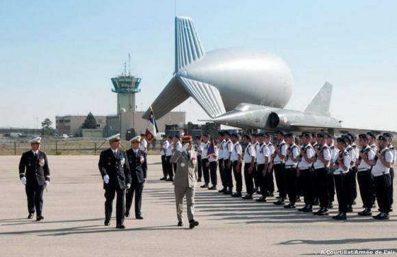 50 anos dissuasão nuclear França - cerimônia com Mirage IV ao fundo - foto Força Aérea Francesa