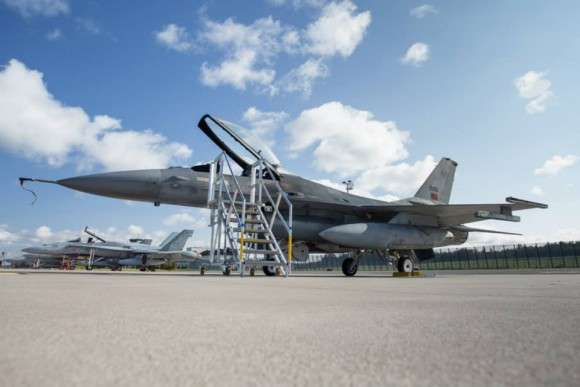 BRTE-19 - F-16 de Portugal e CF-18 do Canadá - foto Forças Armadas da Suécia