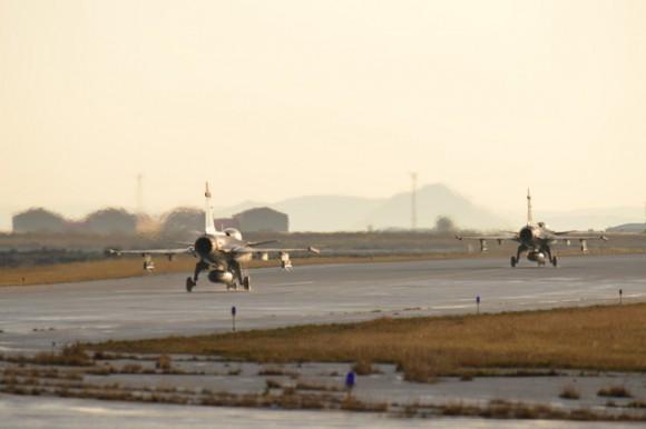 Caças Gripen tchecos operando na Islândia - foto Min Def República Tcheca