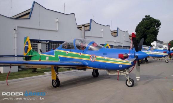 Domingo Aéreo PAMA-SP 2014 - A-29B e A-29A Super Tucano do EDA - foto Nunão - Poder Aéreo
