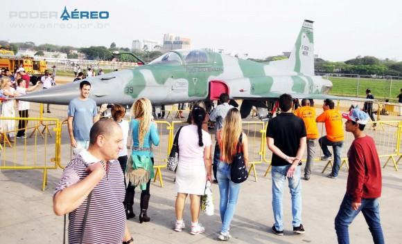 Domingo Aéreo PAMA-SP 2014 - F-5EM 4839 do Esquadrão Pampa - foto Nunão - Poder Aéreo