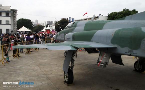 Domingo Aéreo PAMA-SP 2014 - caça F-5EM 4839 fora do Hangar 3 - foto 5 Nunão - Poder Aéreo
