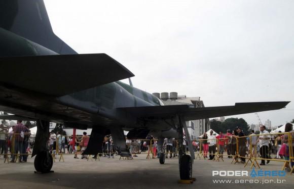 Domingo Aéreo PAMA-SP 2014 - caça F-5EM 4839 fora do Hangar 3 - foto 6 Nunão - Poder Aéreo
