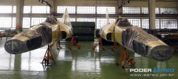 Domingo Aéreo PAMA-SP 2014 - caças F-5E 4883 e 4884 ex-Jordânia no Hangar 3 - foto 2 Nunão - Poder Aéreo