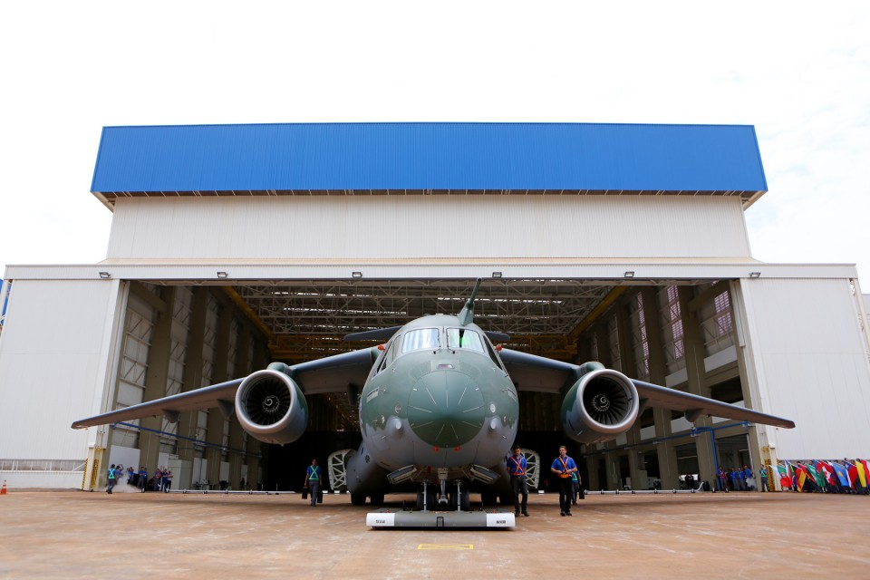 KC-390 roll-out