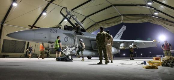 Missão Super Hornets da RAAF em 5-10-2014 - desembarque - foto Min Def Australia