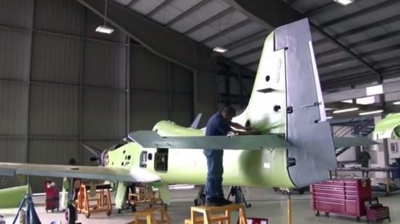 Modernização T-27 na CIAC - cena 2 vídeo Ministério da Defesa da Colômbia