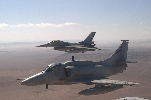 Salitre 2014 - A-4AR - F-16 MLU - foto FACh via FAB
