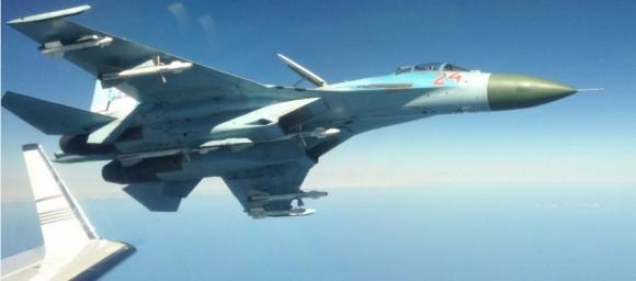 caça Su-27 russo aproxima-se perigosamente de avião de inteligência sueco - foto via Forças Armadas da Suécia