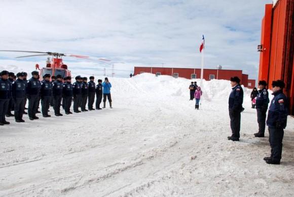 Base Aérea Antártica Pres Eduardo Frei Montalva - troca de comando 26-11-14 - foto 2 FACh