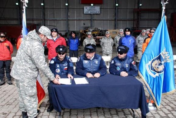 Base Aérea Antártica Pres Eduardo Frei Montalva - troca de comando 26-11-14 - foto 3 FACh