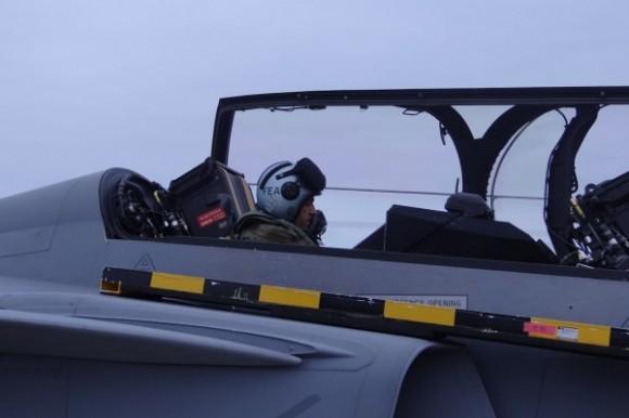 Capitão Fórneas no Gripen - foto FAB