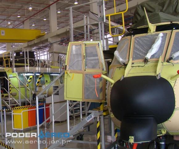EC725 na linha de montagem da Helibras em Itajubá - foto Nunão - Poder Aéreo