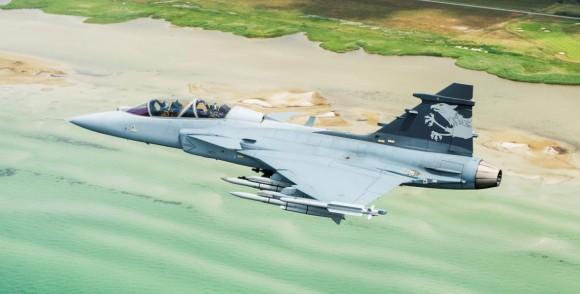 Gripen NG Demo sobre praia - foto Saab