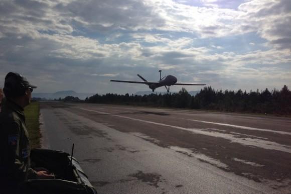 RQ-900 decolando - foto FAB
