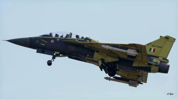 Tejas treinador - PV6 - primeiro voo 8nov2014 - foto via Livefist