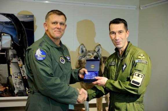 comandantes da USAFE gen Gorenc e da Força Aérea Sueca maj-gen Byden - foto Forças Armadas da Suécia