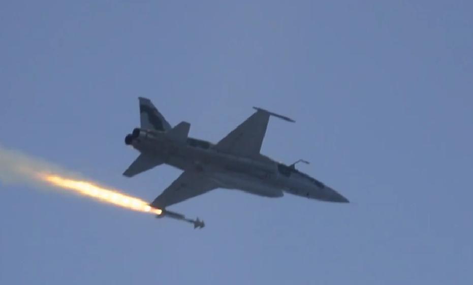 Lançamento Phyton 4 de F-5M - cena 2 vídeo Conexão FAB dez 2014