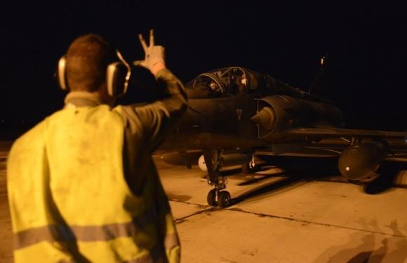 Mirage 2000D - traslado para a Jordânia na Operação Chammal contra o EI - foto 2 via Ministério da Defesa da França