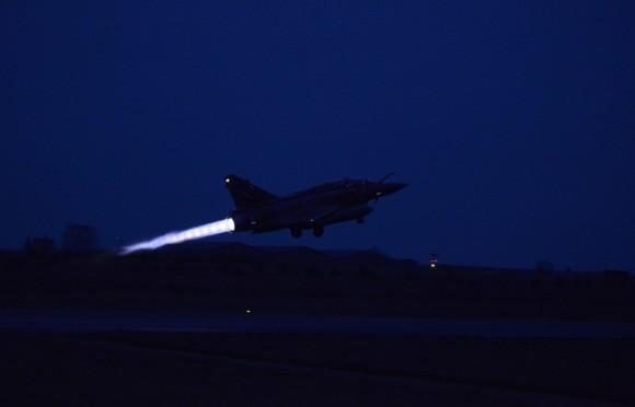 Mirage 2000D - traslado para a Jordânia na Operação Chammal contra o EI - foto via Ministério da Defesa da França