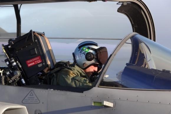 Capitão Fórneas da FAB em Gripen C - foto 2 via Agencia Forca Aerea - FAB