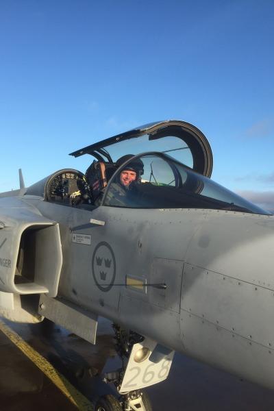 Piloto da FAB em Gripen C - foto via Agencia Forca Aerea - FAB