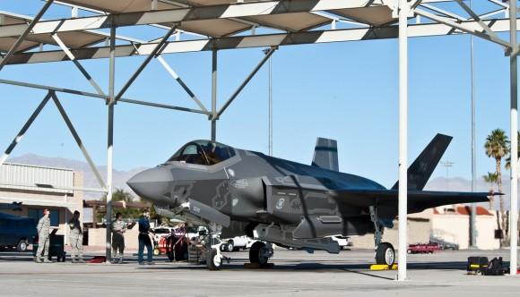 Primeiro F-35 da Escola de Armas de Nellis - foto 2 USAF