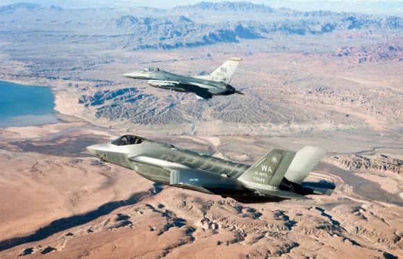 Primeiro F-35 da Escola de Armas de Nellis - foto 3 USAF
