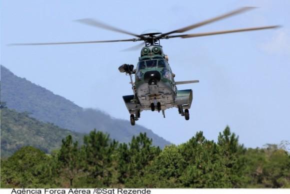 H36 Caracal do Esquadrão Falcão - foto diurna FAB