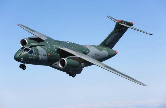 KC-390 em voo - foto Embraer